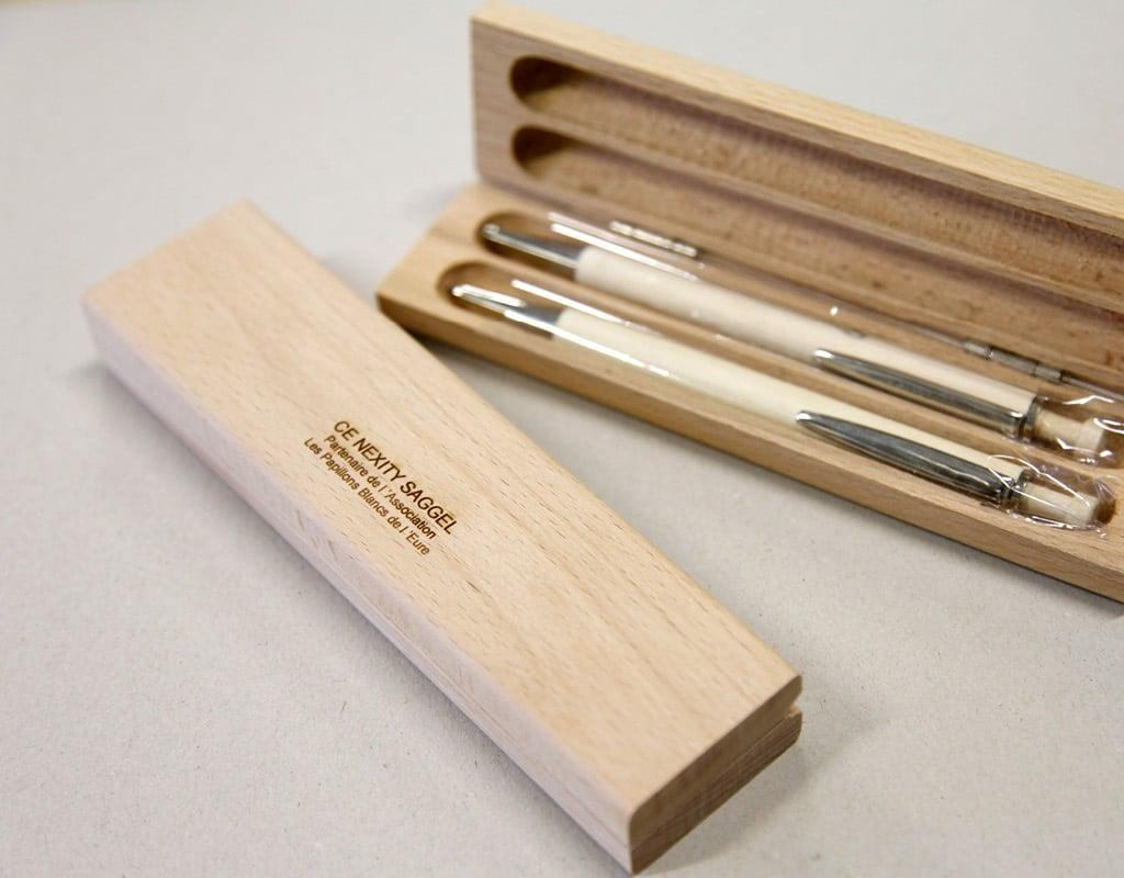 Stylos personnalisés dans une jolie boîte en bois gravée
